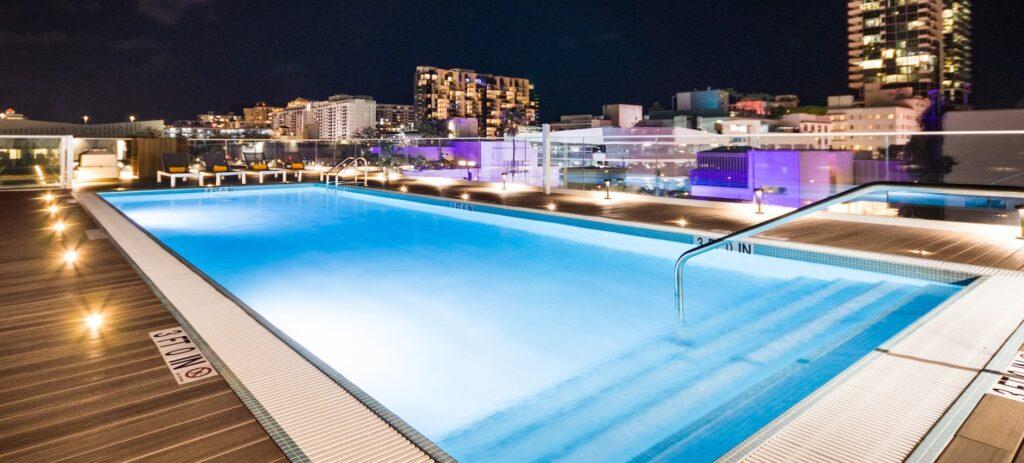 Abre sus puertas impresionante hotel boutique de Miami Beach con piscina en la azotea