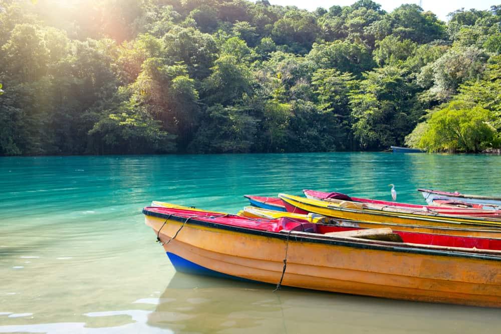 La Laguna Azul un hermoso lugar para visitar en Jamaica