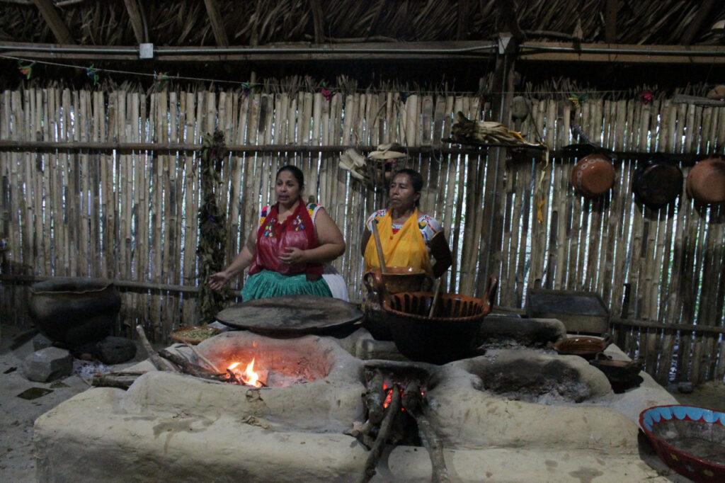 """Veracruz, """"Las Mujeres de Humo"""", herencia gastronómica totonaca"""