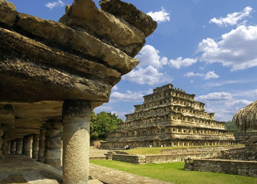 Turismo arqueológico: Como llegar a la Pirámide de los Nichos del Tajín