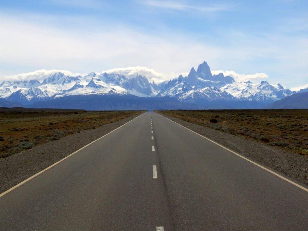 Viaje a la hermosa Patagonia, conduciendo por la pintoresca Ruta 40